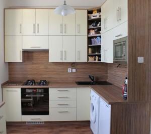 kuchyne s integrovanou deskou